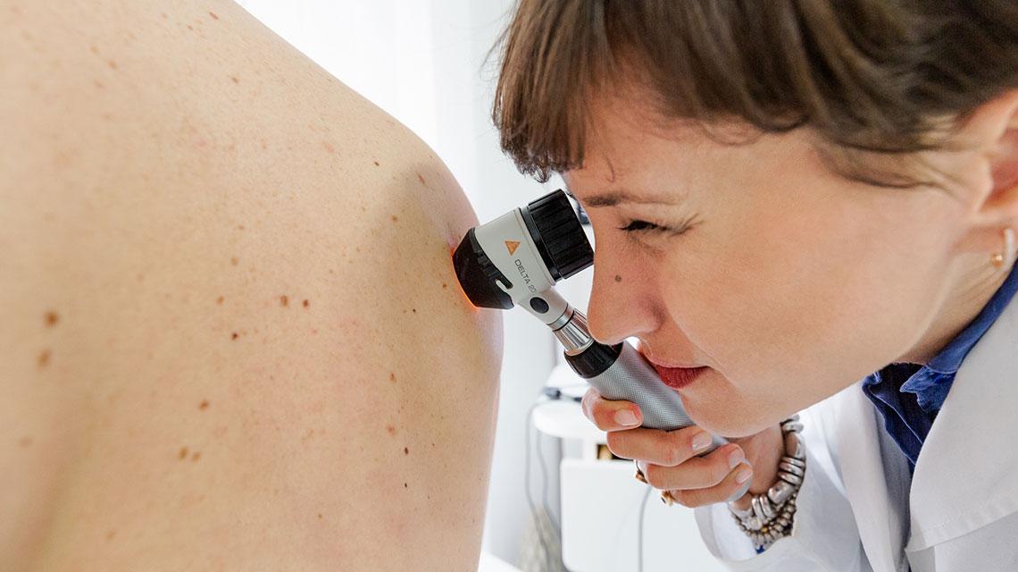Esame endoscopico dermatologa Bari Valeria Colonna